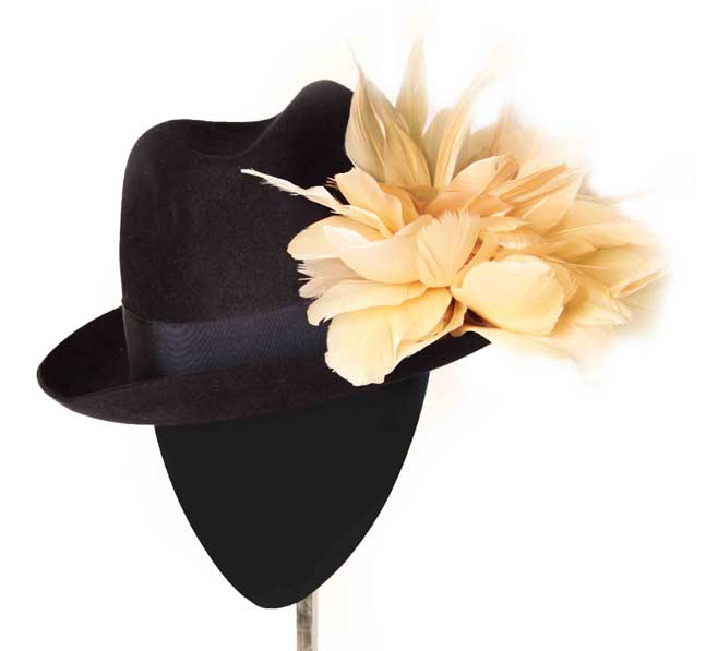 Oui Oui-tocados-boda-invierno-Borsalino fieltro negro-pompon plumas nude-Mimoki