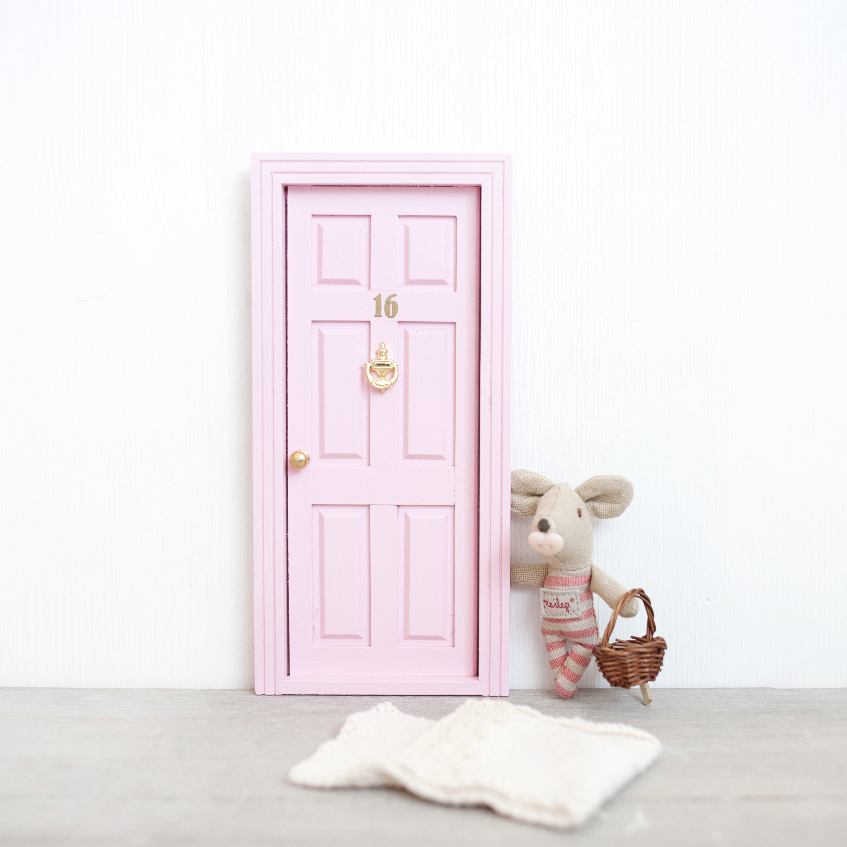 Puertas para el ratoncito p rez oui oui for Correo puerta a puerta