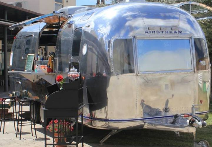 Oui Oui-caravana airstream, cristina and co wedding planner, feria bodas vintage, love and vintage