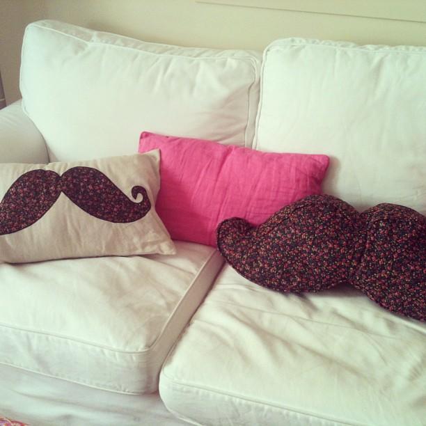 Oui Oui-cojines moustache