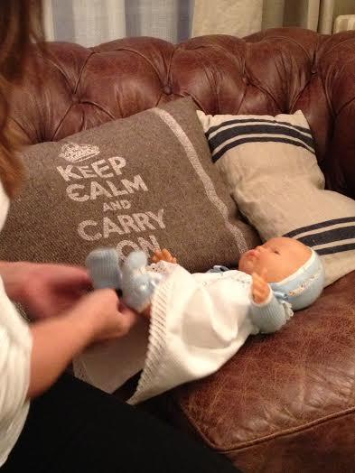 Oui Oui-babyshower mint y amarillo-juegos babyshower-desvestir muñeco bebe