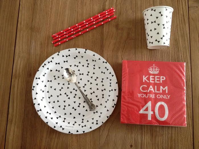 Oui Oui-fiesta 40 años-decoracion fiesta 40-vasos y platos papel originales-desechables-cucharilla 40