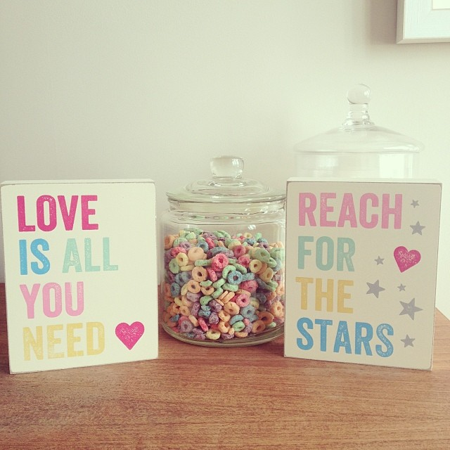 Oui Oui-bloque madera love is all you need colores con reach for the stars