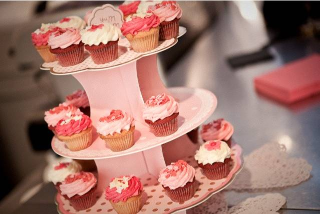 Oui Oui-cake stand rosa-stand cupcakes rosa-candy bar en tonos rosas 2