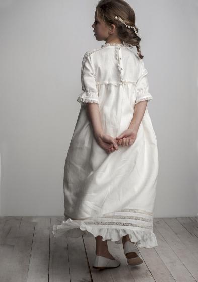 Oui Oui-vestido comunión diferente-lino-chic-con estilo-labube-puntilla