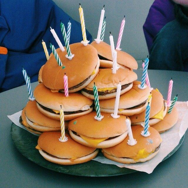 Oui Oui-que llevar de cumpleaños a la oficina-hamburguesas mc donalds