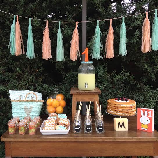 Oui Oui-fiesta cumpleñaos naranja y mint-cumpleaños un año-bodegon mesa-ideas primer cumpleaños original