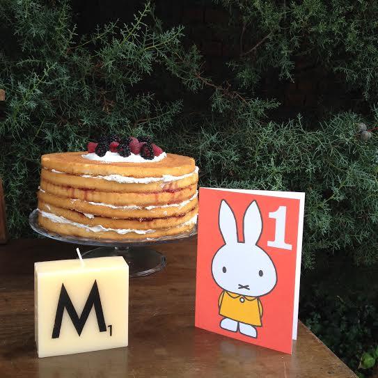 Oui Oui-fiesta cumpleñaos naranja y mint-cumpleaños un año-nude cake-velas scrabble-miffy one