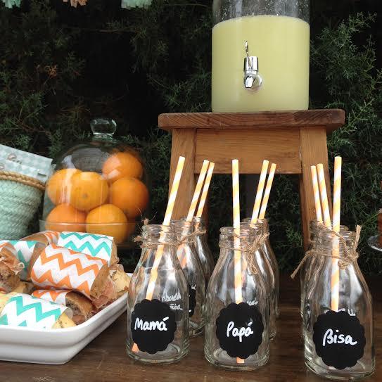 Oui Oui-fiesta cumpleñaos naranja y mint-cumpleaños un año-pajitas naranja fosforito-pegatinas de pizarra-botellitas con nombre para cumple