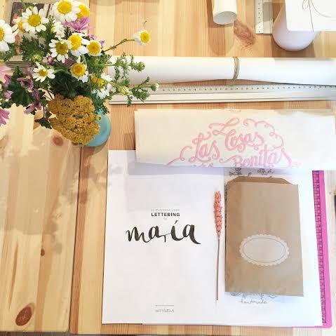 Oui Oui-mi evento handmade-lettering bodas-packaging bodas-centros flores en el columpio